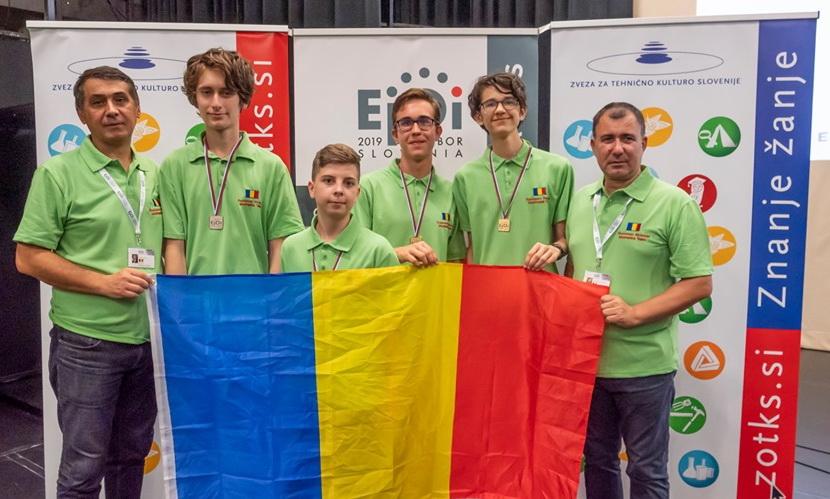 Elevii români au obţinut trei medalii de aur şi una de argint la Olimpiada Europeană de Informatică pentru Juniori