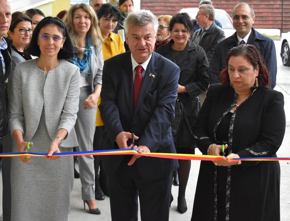 """Universitatea """"Ovidius"""" din Constanța a început noul an universitar înregistrând o creștere a numărului de boboci, comparativ cu anul trecut"""