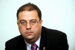 """Marius Paşcan: Ministerul Educaţiei vrea să educe părinţii împotriva familiei tradiţionale, să promoveze """"omul nou"""""""
