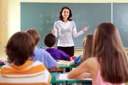 Un cadru didactic din România se ocupă, în medie, de 15 elevi sau studenţi