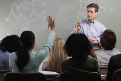 Elevii din 12 şcoli din Alba vor fi învăţaţi cum să reziste influenţelor sociale
