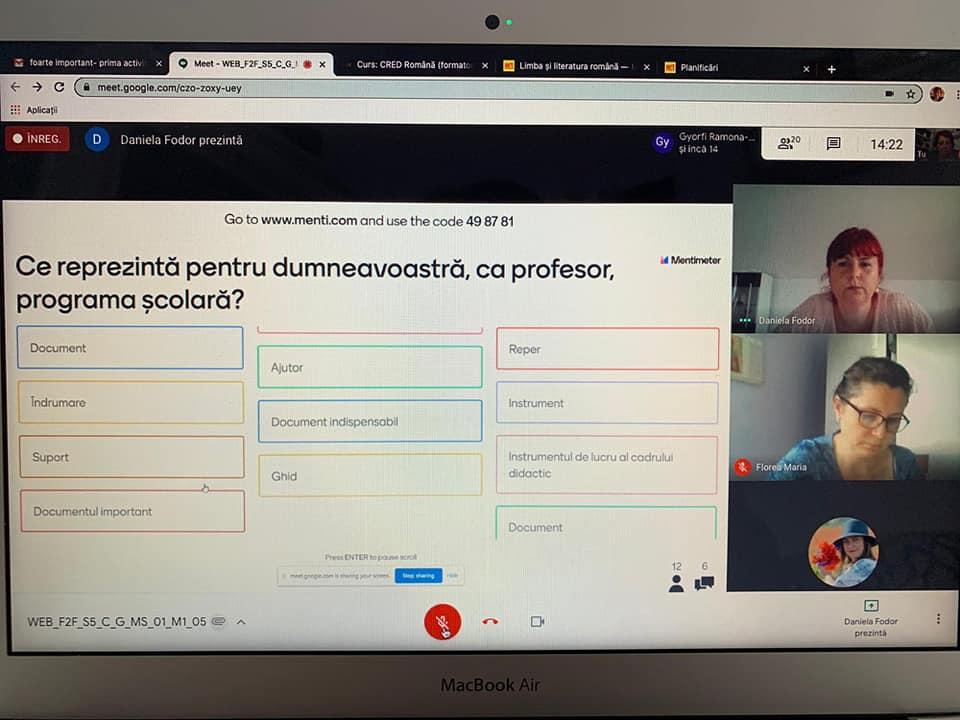 Peste 4.500 de cadre didactice au început formarea în sistem exclusiv online