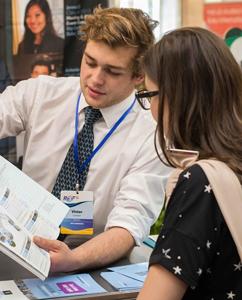 Business, management, IT, drept şi arte – cele mai căutate programe de studiu la Târgul Internaţional de Educaţie
