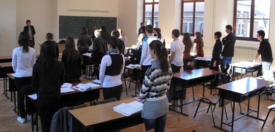 Elevii şi copiii de grădiniţă se întorc la cursuri