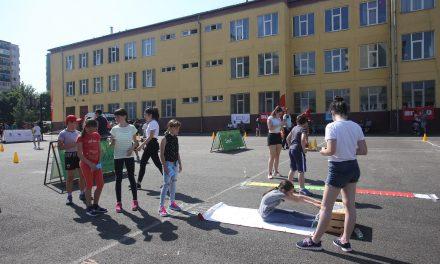 Sorin Cîmpeanu: În exteriorul şcolii se poate renunţa la obligativitatea purtării măştii