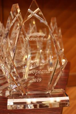 """Ministerul Educației a premiat unităţile de învăţământ câştigătoare ale Competiţiei """"Şcoală Europeană"""""""
