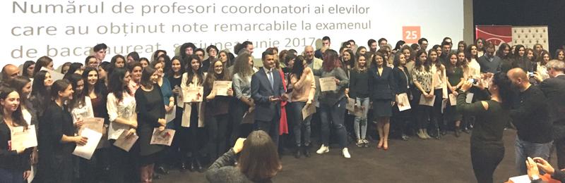 Primarul Sectorului 5 i-a premiat pe liceenii şi profesorii de nota 10