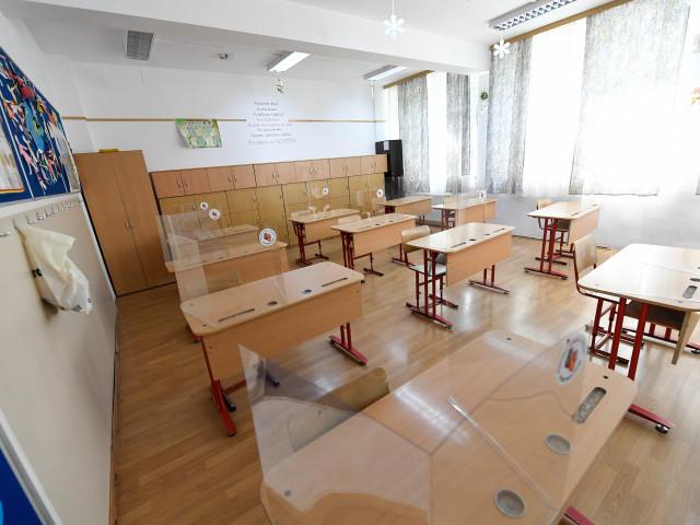 Sorin Cîmpeanu: Avem asigurări că lucrările se vor încheia la timp în toate şcolile