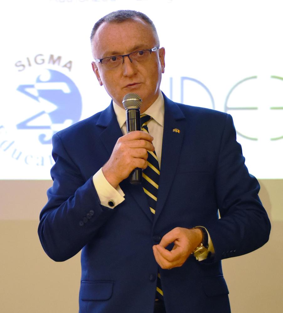 Sorin Cîmpeanu: Cei care înţeleg că pe viitor se va merge mai mult pe teleşcoală şi telemuncă vor fi smart
