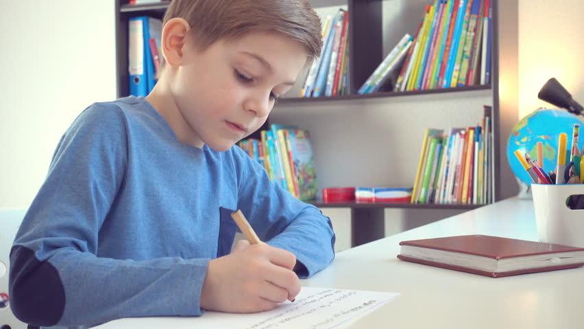 Şeful IŞJ Sibiu îi roagă pe profesori să nu exagereze cu temele date elevilor în această perioadă