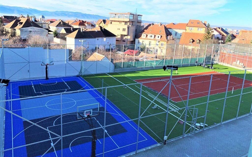 """Universitatea """"Lucian Blaga"""" din Sibiu a investit 1,12 milioane de lei pentru reabilitarea terenurilor de sport"""