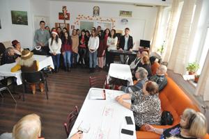 """Universitatea """"Vasile Alecsandri"""" din Bacău a organizat campania """"De sărbători, suntem iar colindători"""""""