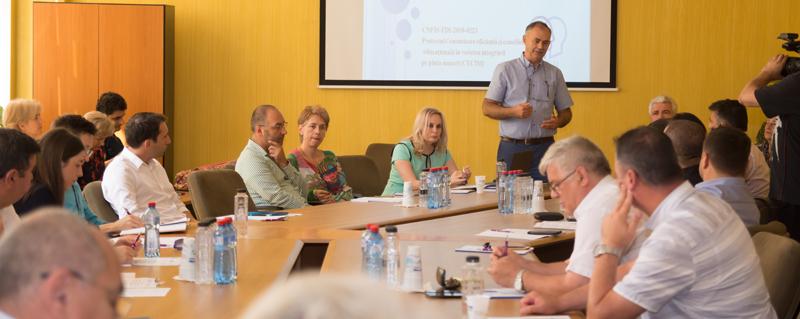 """Dezbatere pe tema """"Noi parteneriate – Noi oportunităţi pentru studenţi"""" la Universitatea """"Vasile Alecsandri"""" din Bacău"""