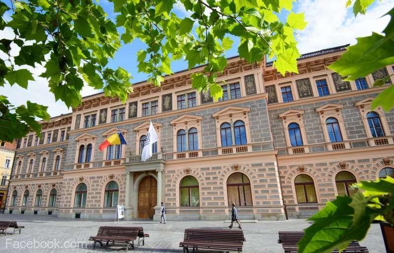 Universitatea Transilvania din Braşov are cei mai mulţi 'boboci' din ultimul deceniu