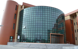 """Universitatea """"Valahia"""" din Târgoviște a aniversat 25 de ani de la înfiinţare"""