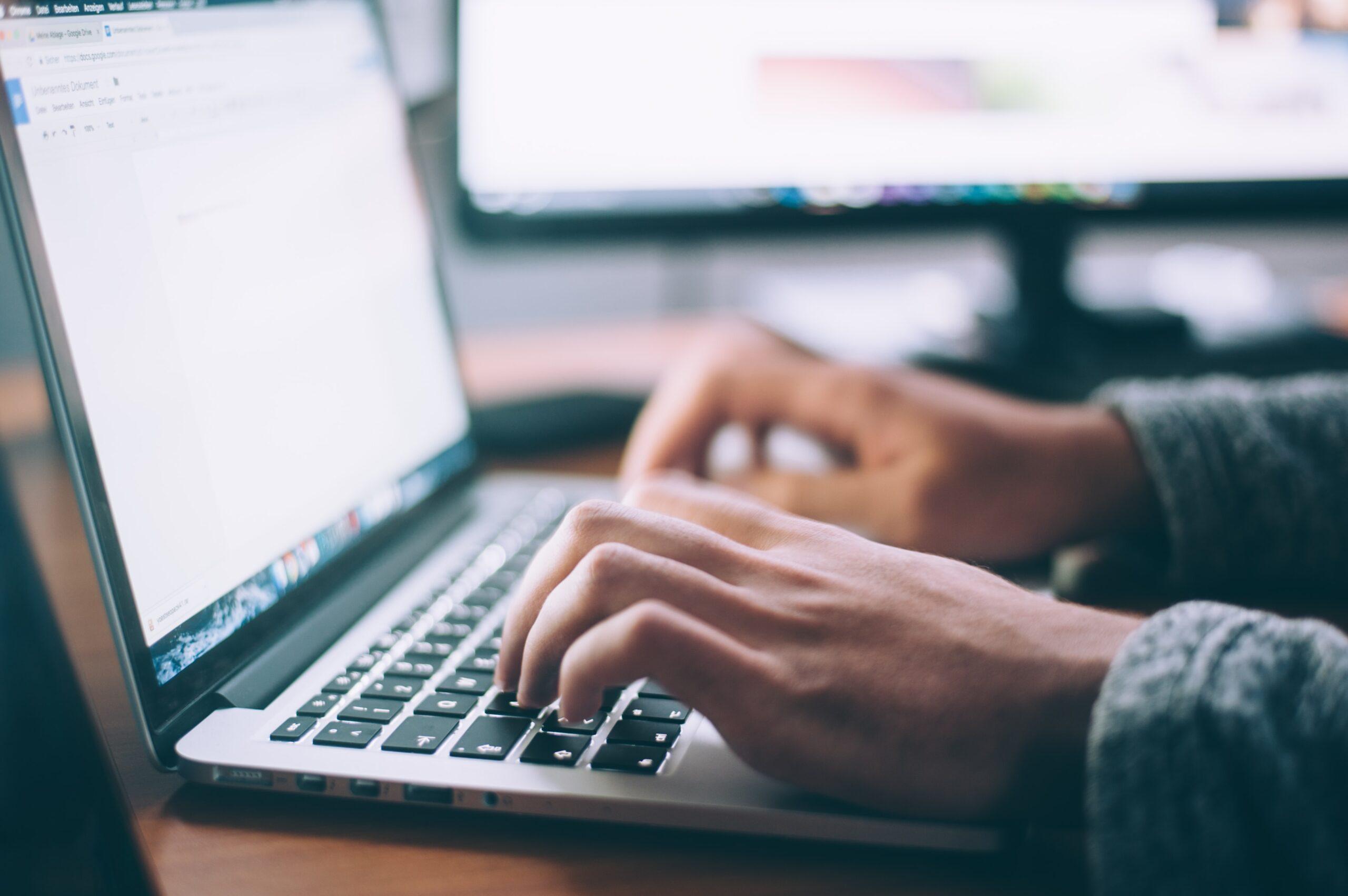Ediţia a XXI-a a Târgului Oferta Educaţională se desfăşoară online