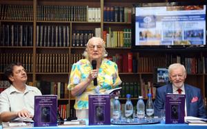 UVVG Arad a găzduit lansarea unui nou volum despre Tudor Arghezi