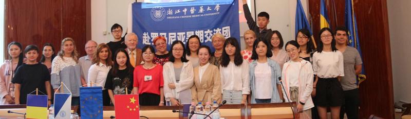 Studenţi chinezi participă la Şcoala de Vară organizată de Facultatea de Medicină  şi Departamentul de Limbi Moderne din cadrul UVVG