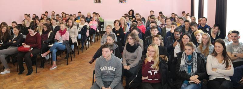 """Prezentarea ofertei educaţionale a Universităţii de Vest """"Vasile Goldiş"""" din Arad la Colegiul Economic Arad"""
