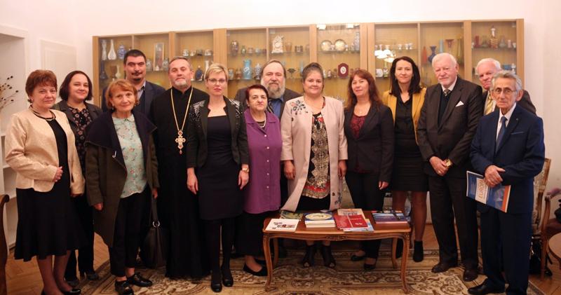 """Colocviul internațional """"EUROPA: Centru și margine, cooperare culturală transfrontalieră"""", în organizarea UVVG Arad"""