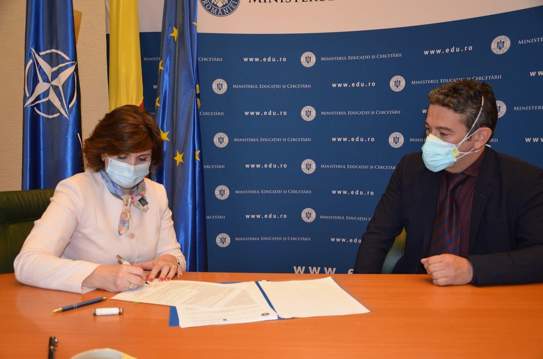 Protocol de colaborare pentru educarea elevilor cu privire la activitatea de transplant